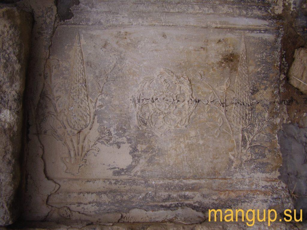 Эски-Юрт. Армянская плита в дюрбе Ахмед-бея.