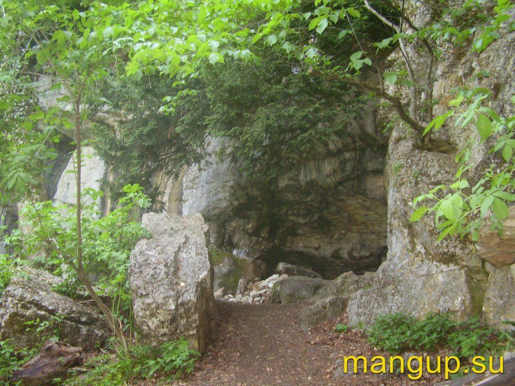 Вход в пещеру Данильча-Коба.
