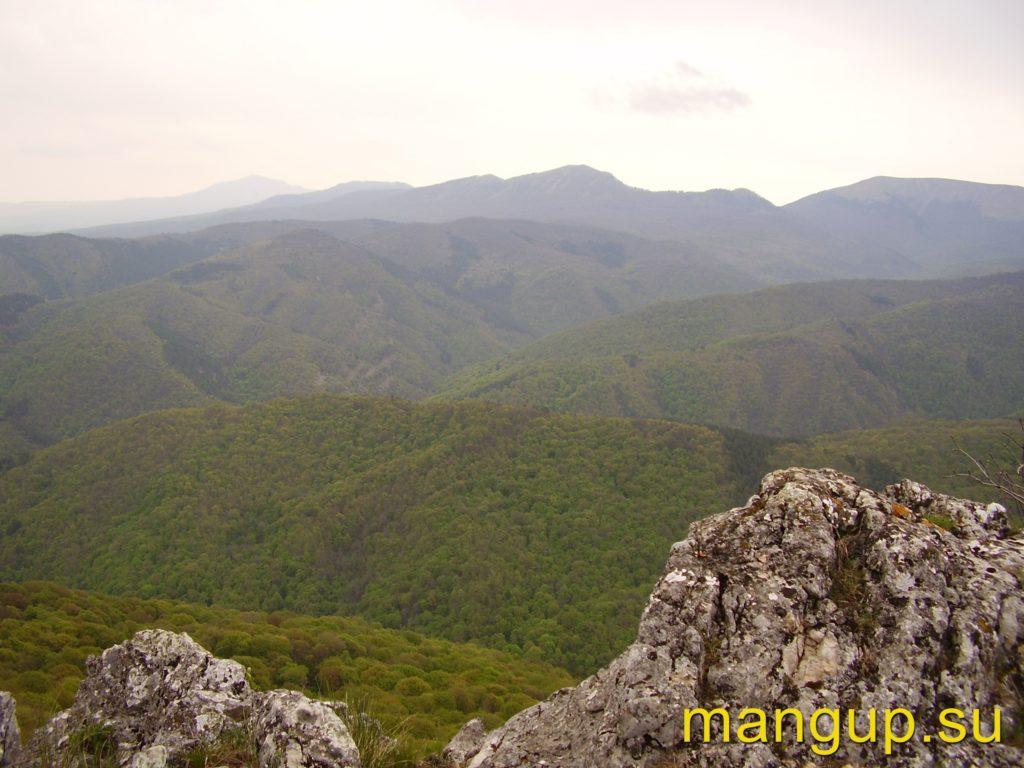 Вид на Крымский заповедник с восточного отрога Басмана.