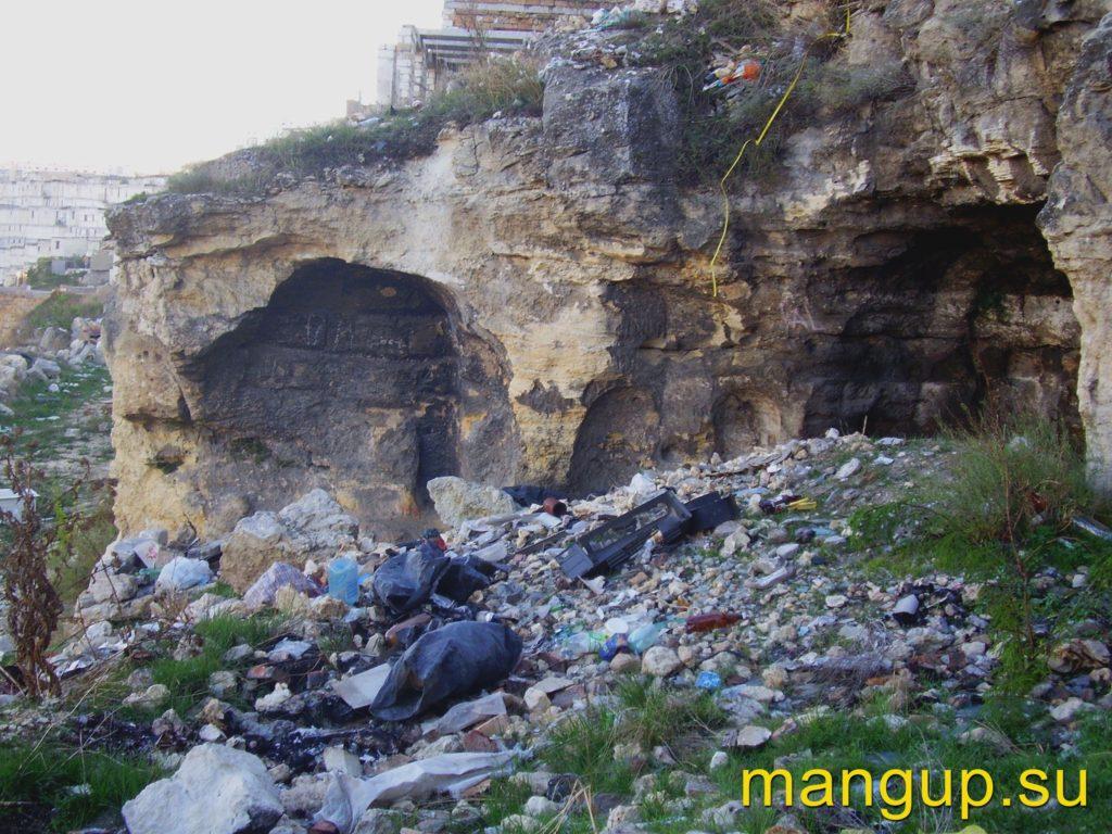 Монастырь в Сарандинакиной балке. Остатки храма.