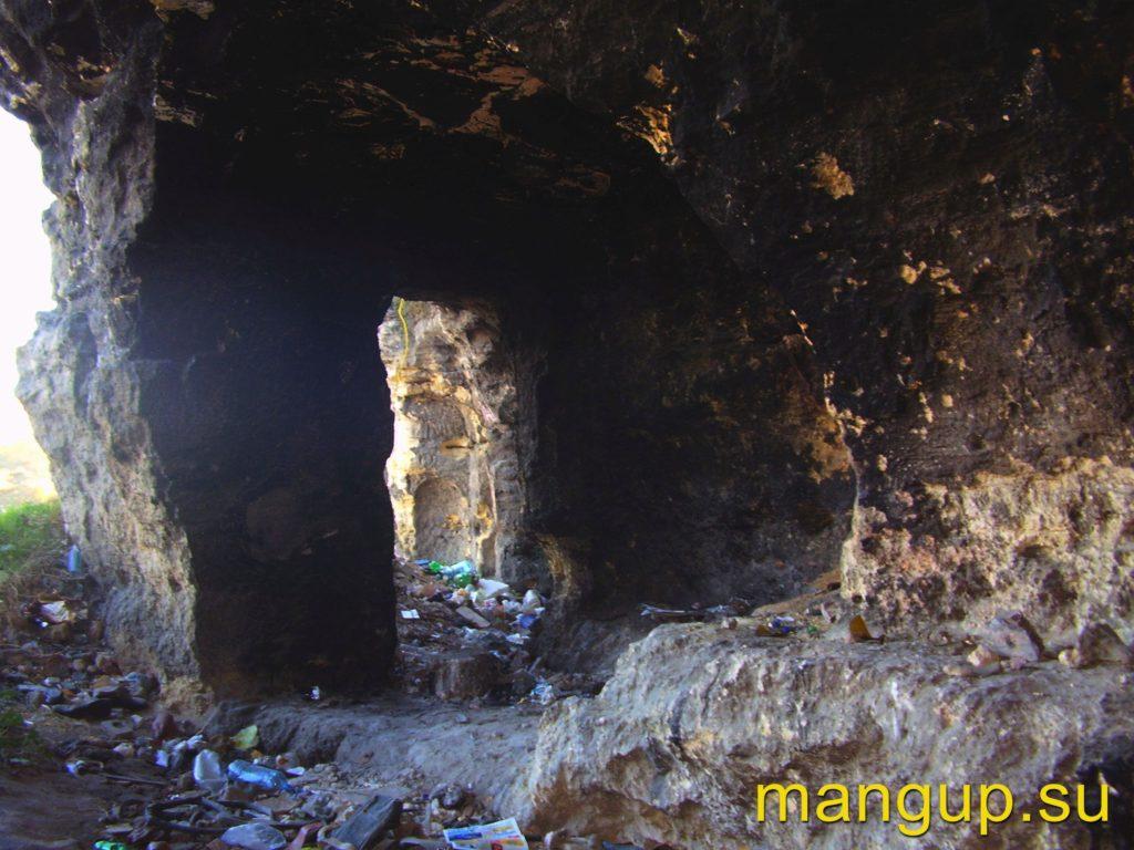 Монастырь в Сарандинакиной балке. Вход в храм.