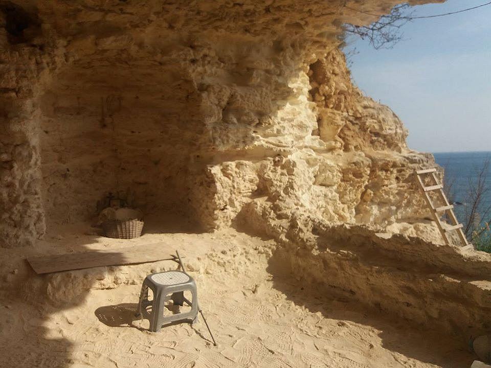 Мыс Виноградный. Пещерный храм, открытый в 2009 году.