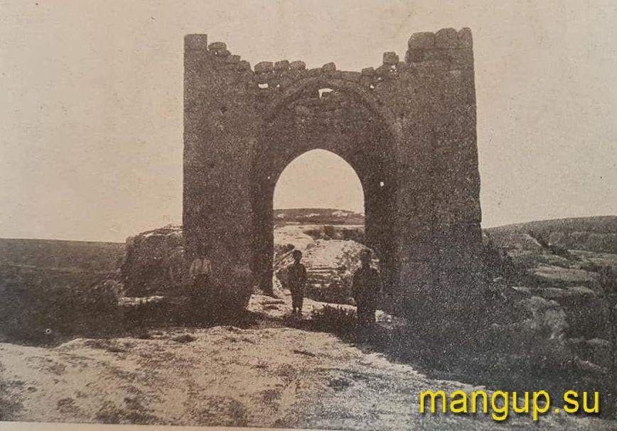 Черкес-Кермен. Башня Кыз-Куле. Фото из журнала «Природа» (1915)