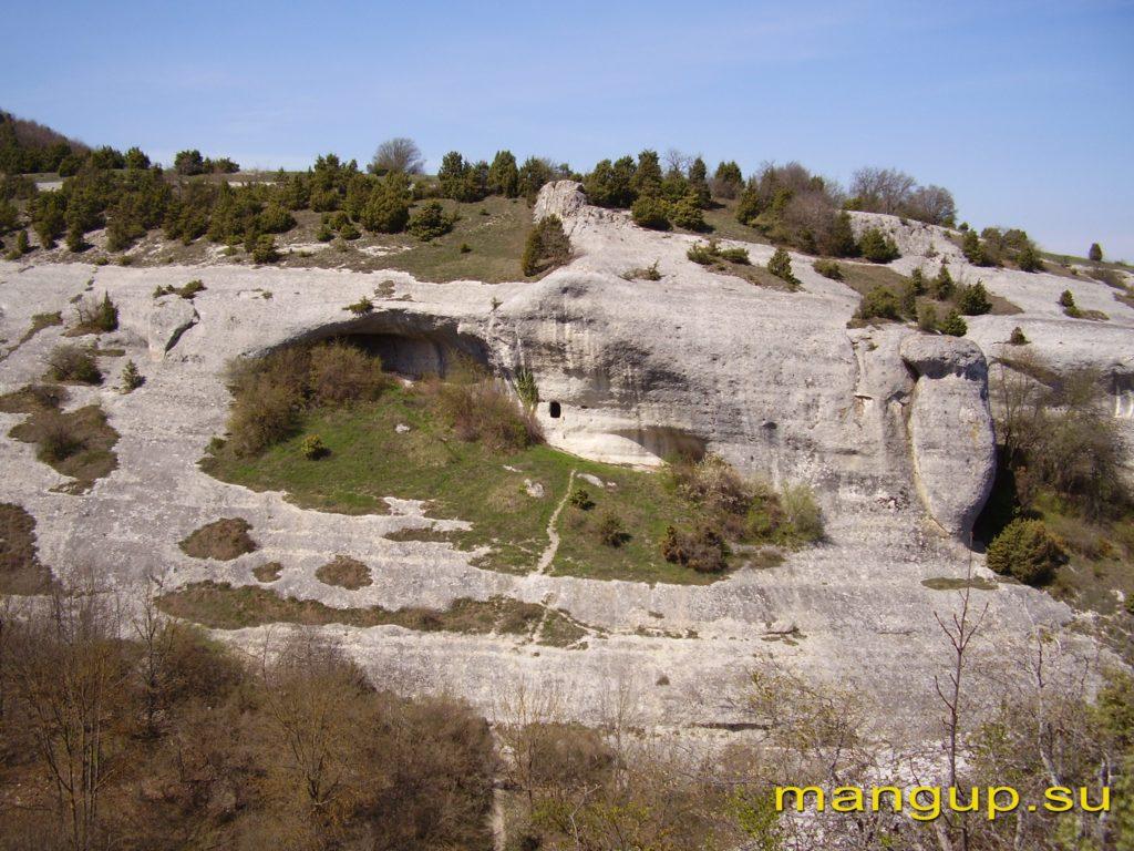 Черкес-Кермен. Пещера напротив храма «Донаторов».