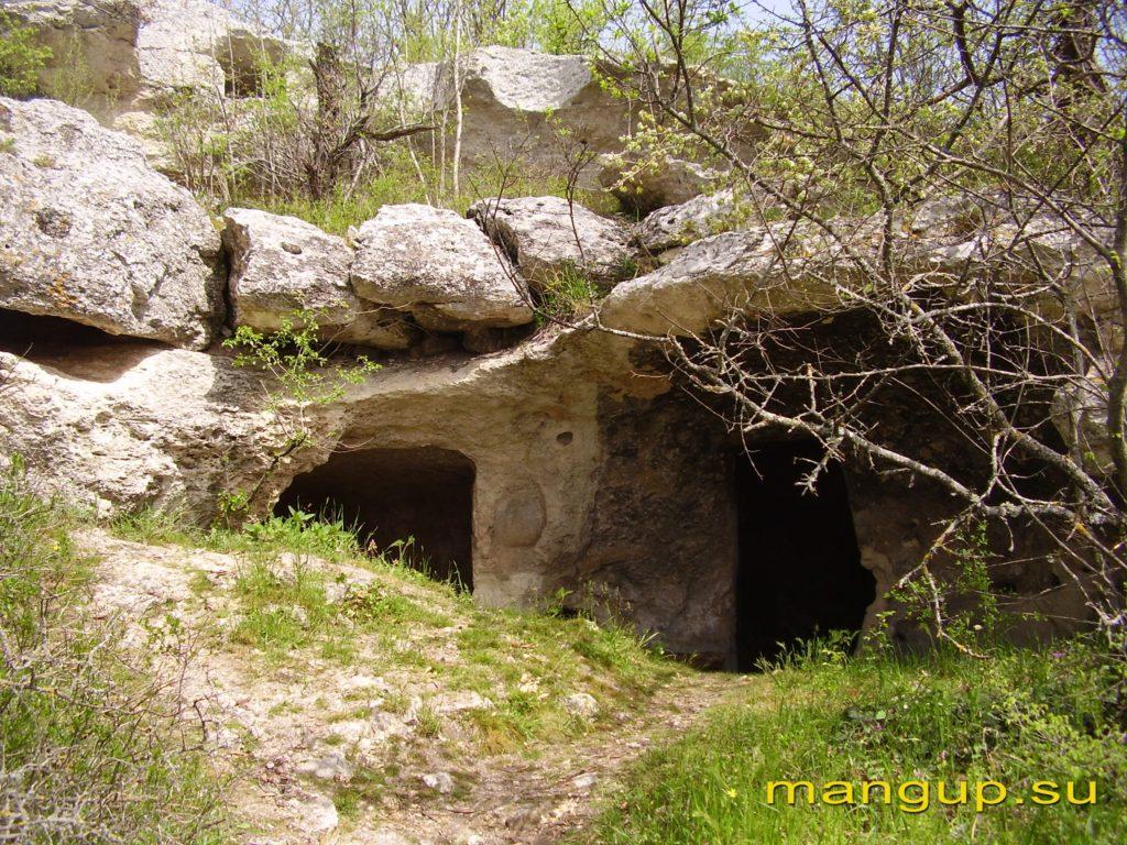 Эски-Кермен. Искусственные пещеры.