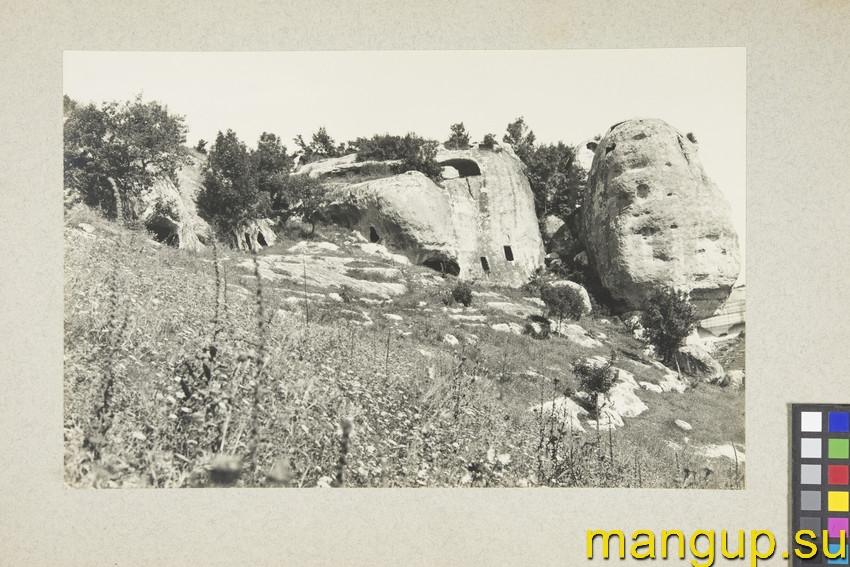 Эски-кермен. Скальная башня и пещерный каземат.