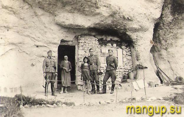 Немецкие солдаты 391-го пехотного полка в Черкес-Кермене (1942)