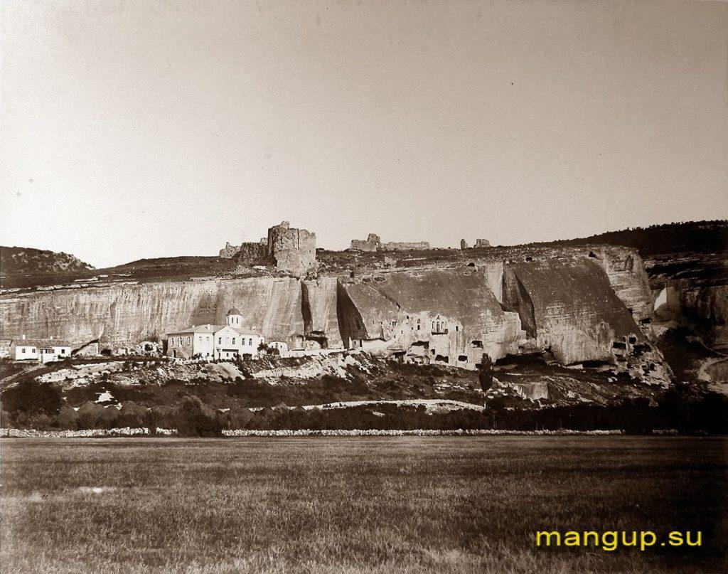 Инкерман. Вид на Монастырскую скалу.