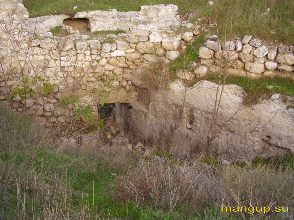 Каламита. Калитка для вылазок около башни №5.
