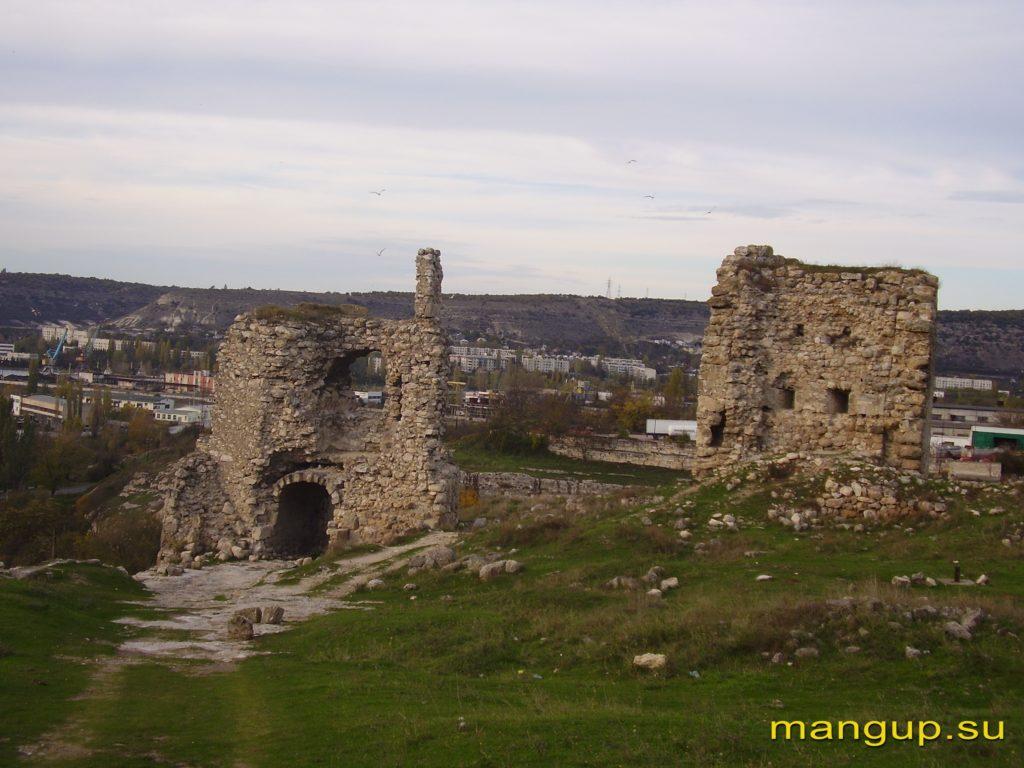 Крепость Каламита. Башни №1 и №2. Вид с юга.