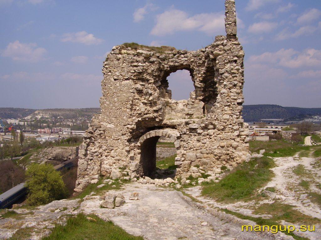 Крепость Каламита. Надвратная башня (Башня №1). Вид с юга.