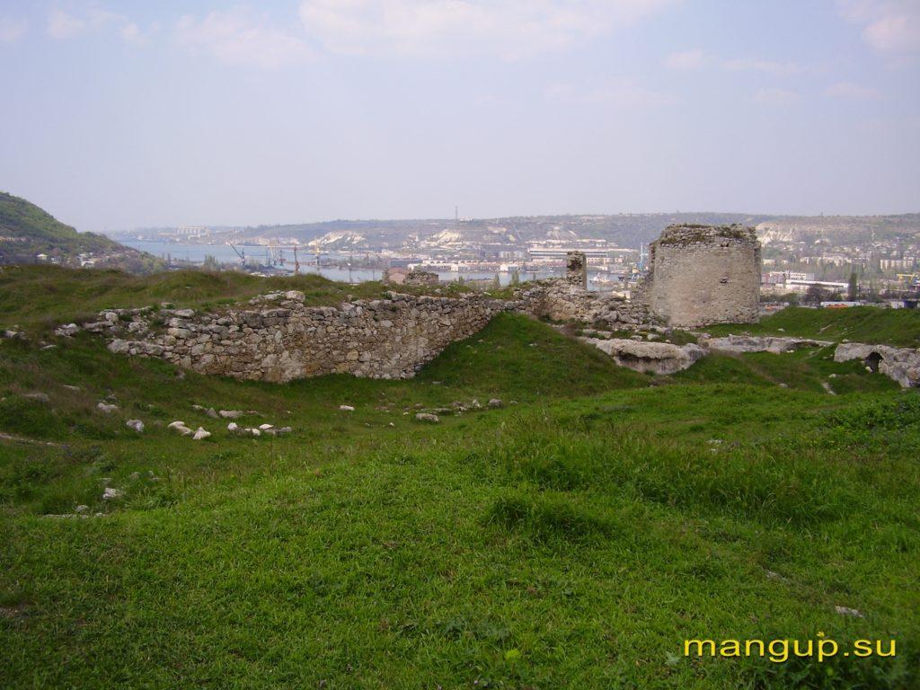 Крепость Каламита. Остатки оборонительных сооружений около башни №4.