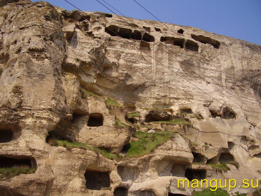 Инкерман. Пещеры в южном обрыве Монастырской скалы.