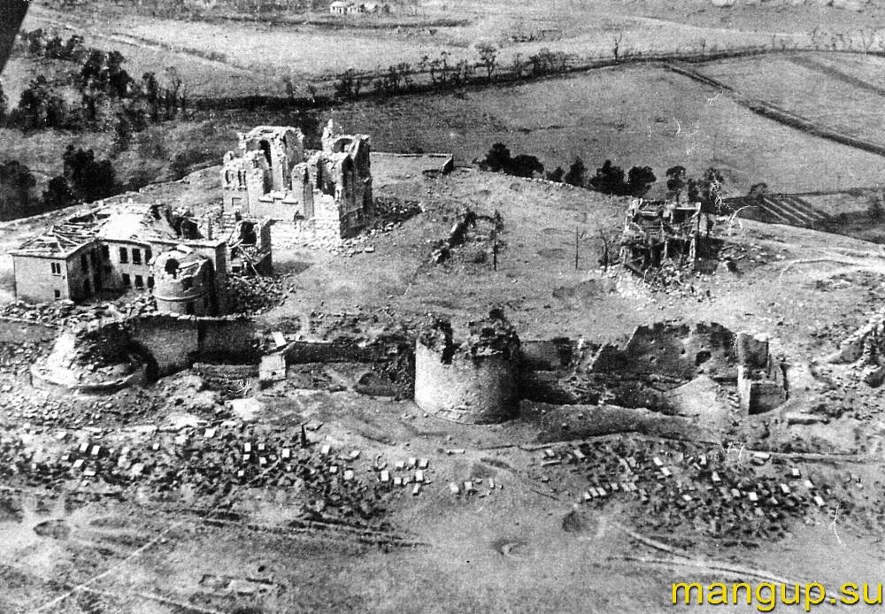 Руины крепости Каламиты и монастырских построек.