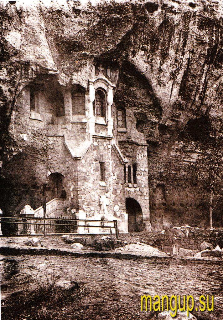 Инкерман. Вход в пещерный храм иконы Божьей Матери «Всех скорбящих радость» (1912).