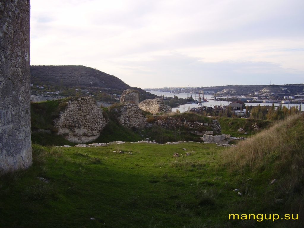 Вид на устье реки Черной из крепости Каламита.