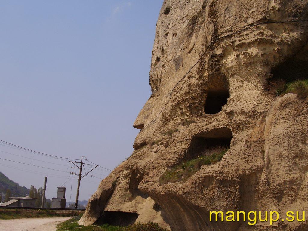 Инкерман. Юго-западный угол Монастырской скалы.
