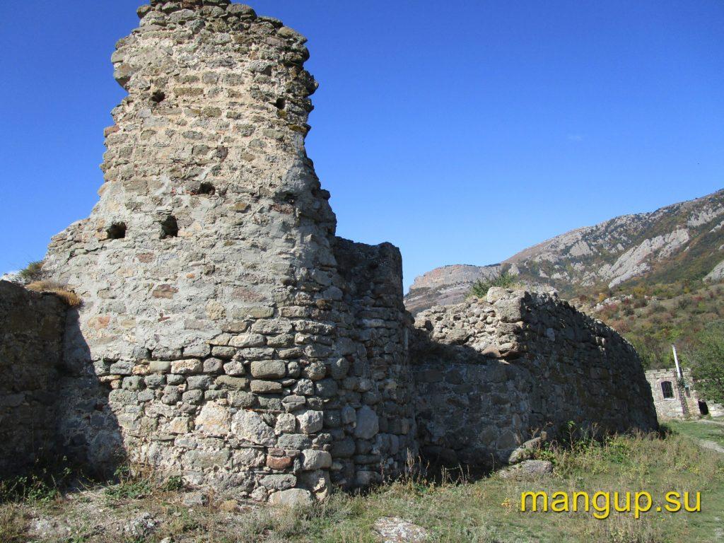 Фуна. Въездная башня второго строительного периода.
