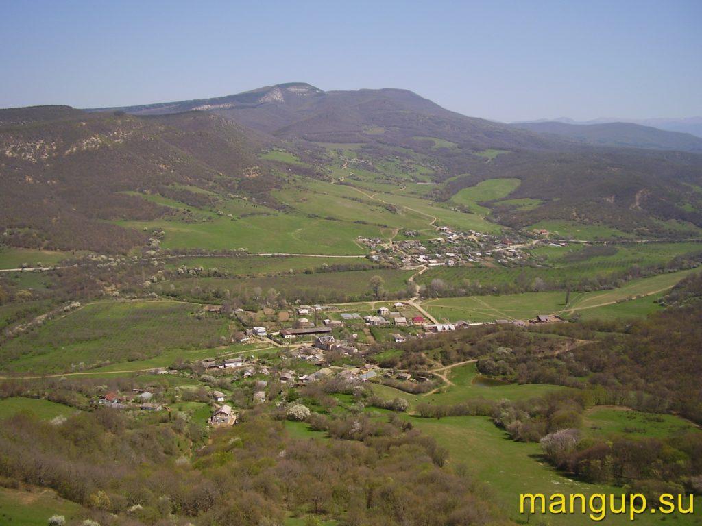 Пампук-Кая. Вид с Кильсе-Кая на село Голубинка.