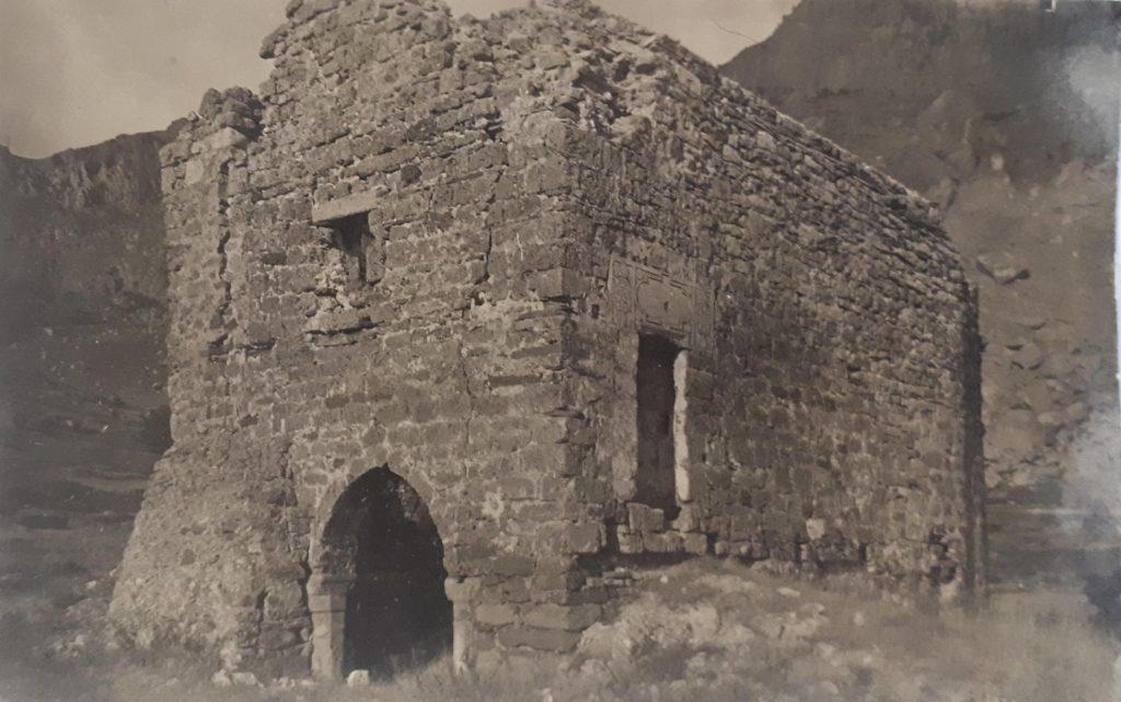 Руины храма Феодора Сратилата в крепости Фуна.
