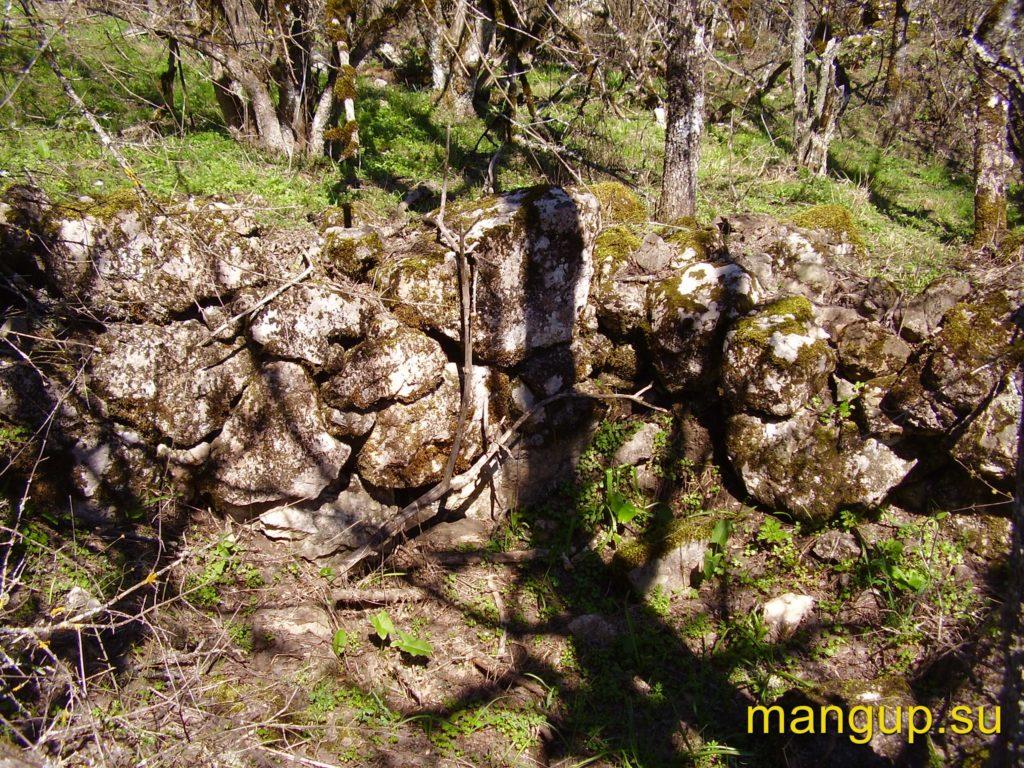 Сандык-Кая. Участок стены на плато.