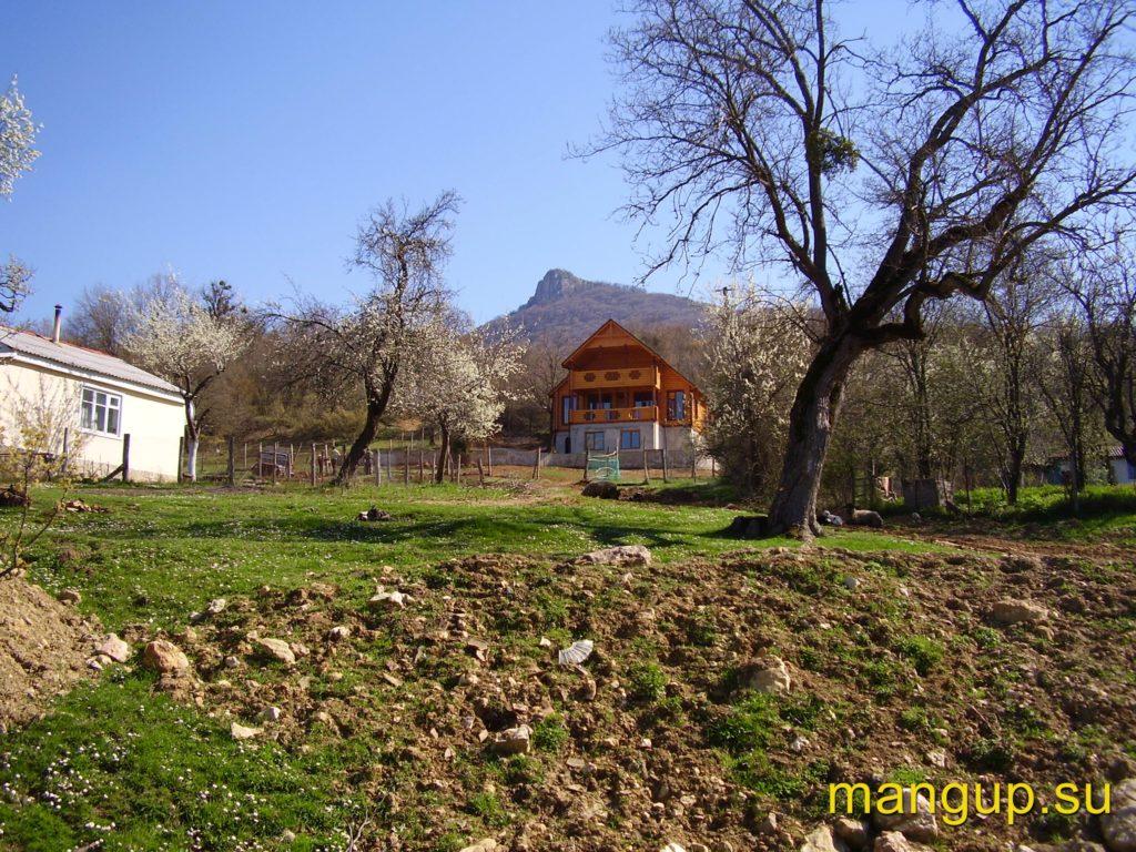 Сандык-Кая. Вид из села Поляны.