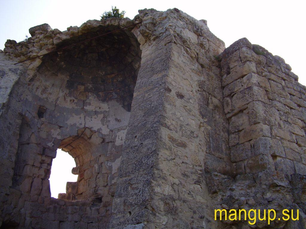 Сюйреньская крепость. Башня. Вид с тыла.