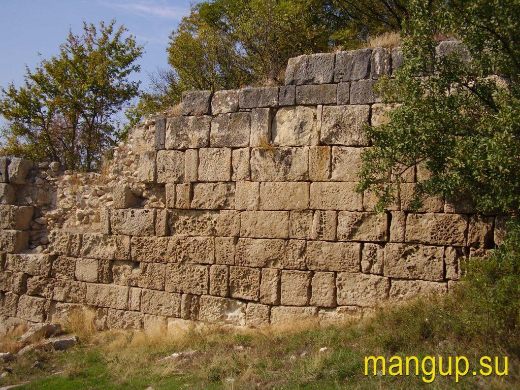 Сюйреньская крепость. Кладка оборонительной стены.