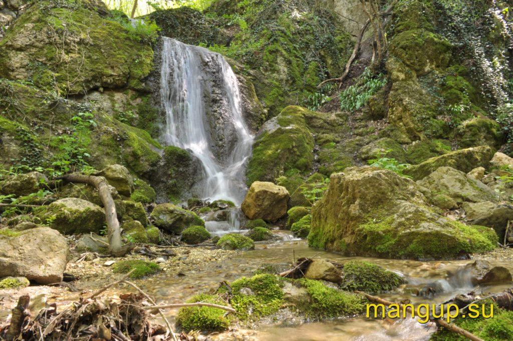 Водопад в селе Высокое (Керменчик).