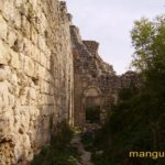 Вход в донжон мангупской цитадели, вид с северо-запада.