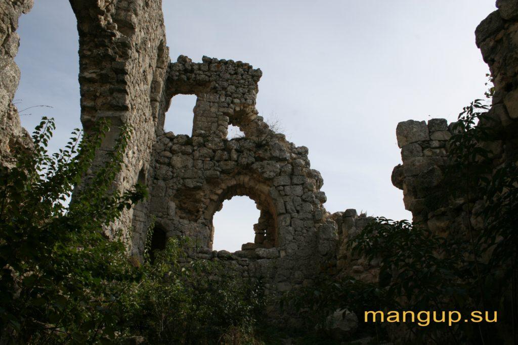 Донжон мангупской цитадели, вид изнутри.