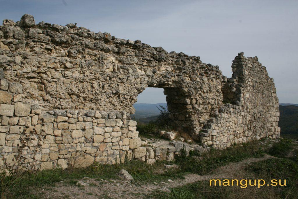 Юго-восточный фланг стены мангупской цитадели.