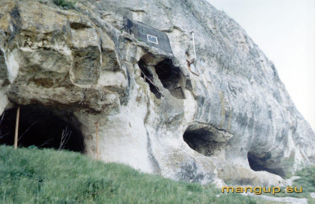 Мангуп. Южный монастырь.