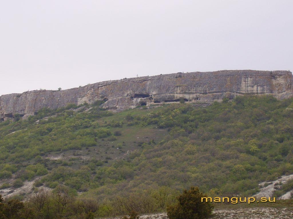 Вид на Южный монастырь из долины Адым-Чокрак.