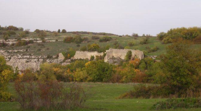 Оборонительная стена турецкого времени на мысу Элли-бурун.