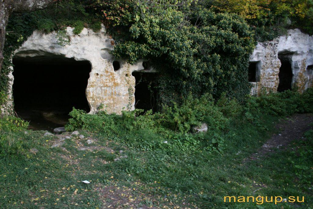 Пещерный комплекс около источника в Гамам-дере («Бани»). Фото: Владимир Коваленко, 2007.