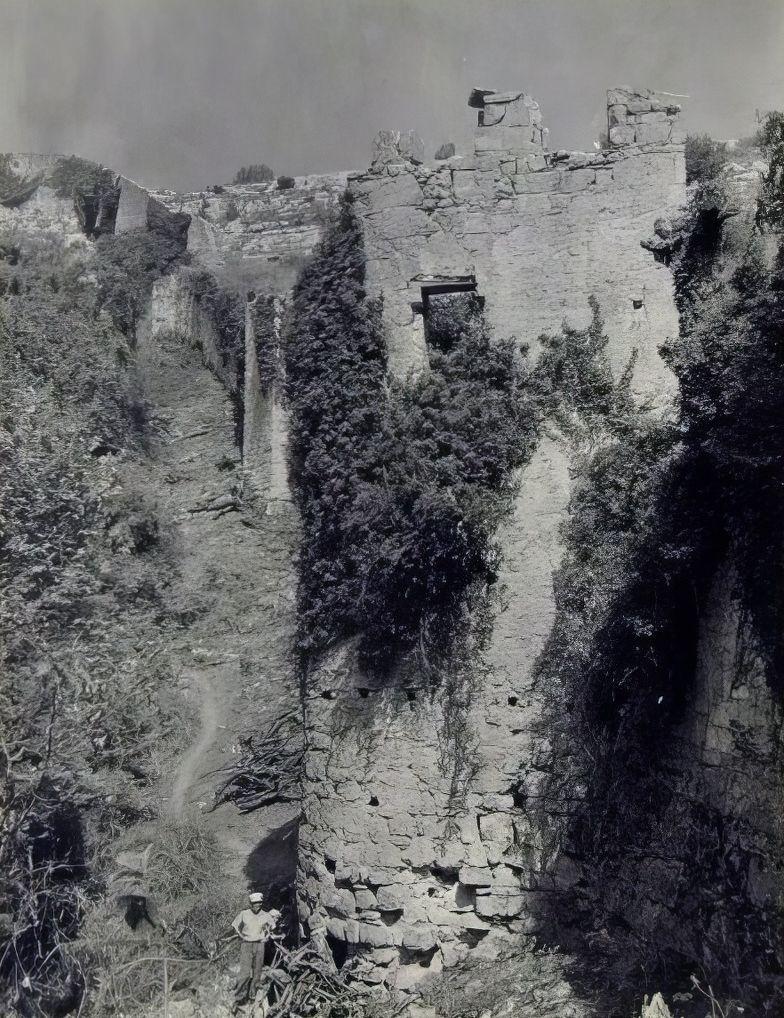 Центральная башня оборонительной системы в овраге Гамам-дере.