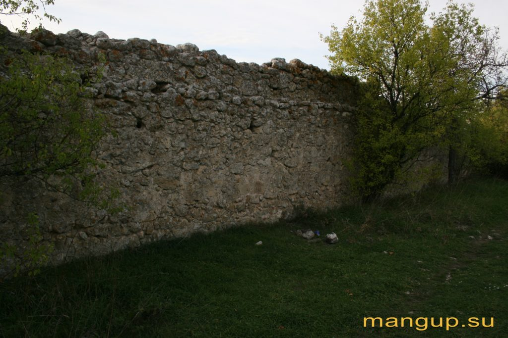 Элли-бурун. Оборонительная стена. Вид с тыла.