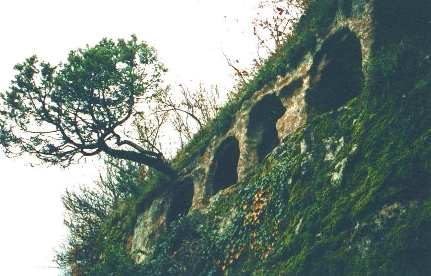 Комплекс пещер-усыпальниц около главных ворот Мангуп-кале.