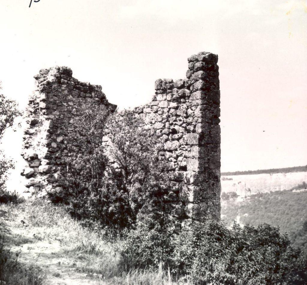 Мангуп. Оборонительная башня.