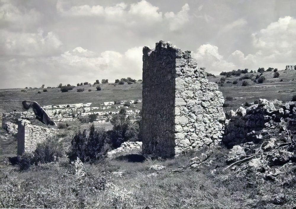 Мангуп. Восточная башня в оборонительной системе в овраге Гамам-дере.