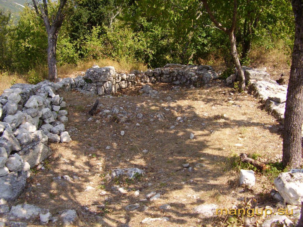 Мангуп. Храм Св. Георгия.