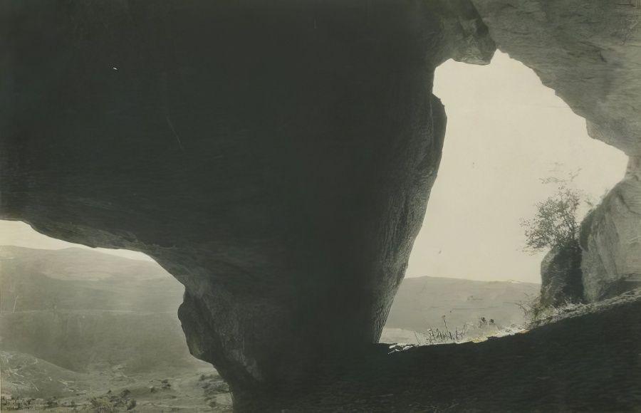 Мангуп-кале. Природная пещера. Открытка (1936).