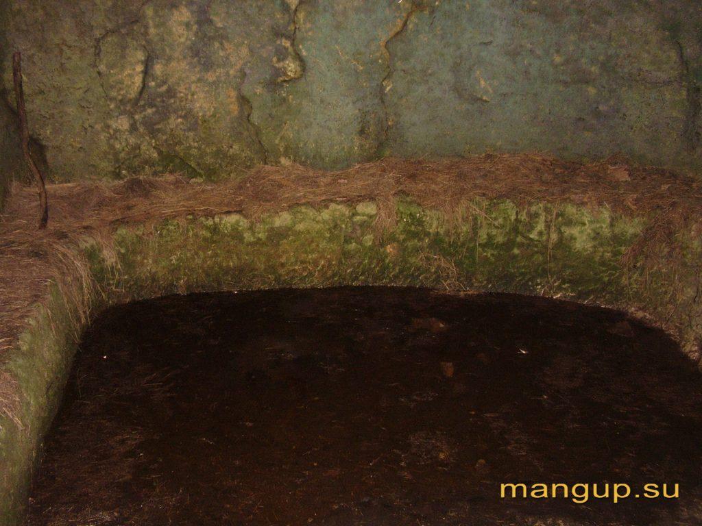Мангуп. Пещерная миква.