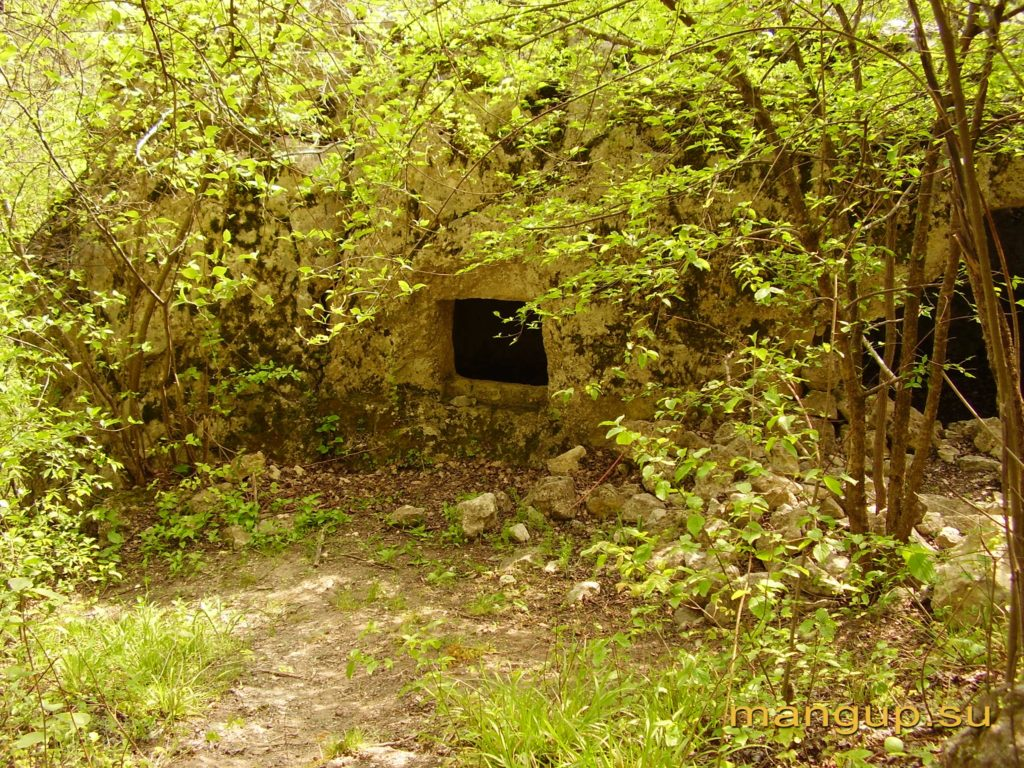 Пещерная церковь в Кильсе-дере в окрестностях Мангупа.