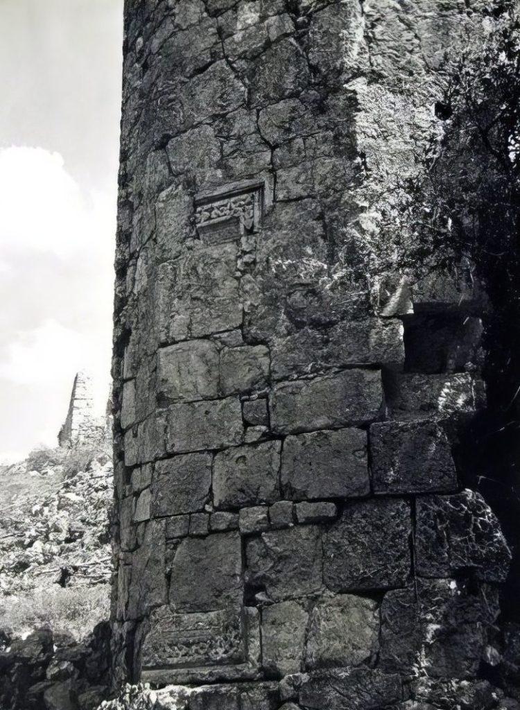 Мангуп. Башня внутренней линии обороны в Табана-дере.
