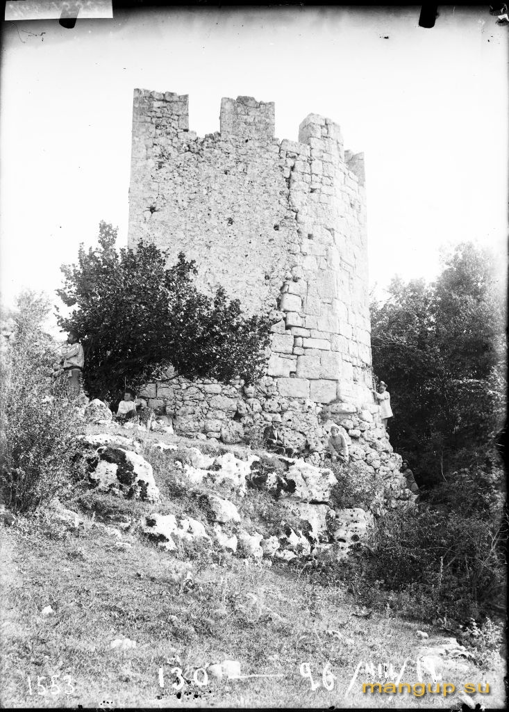 Мангуп. Башня внутренней линии обороны в Табане-дере.