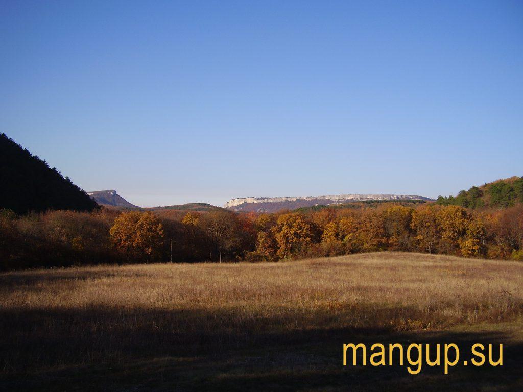 Мангуп, вид из Ай-Тодорской долины.
