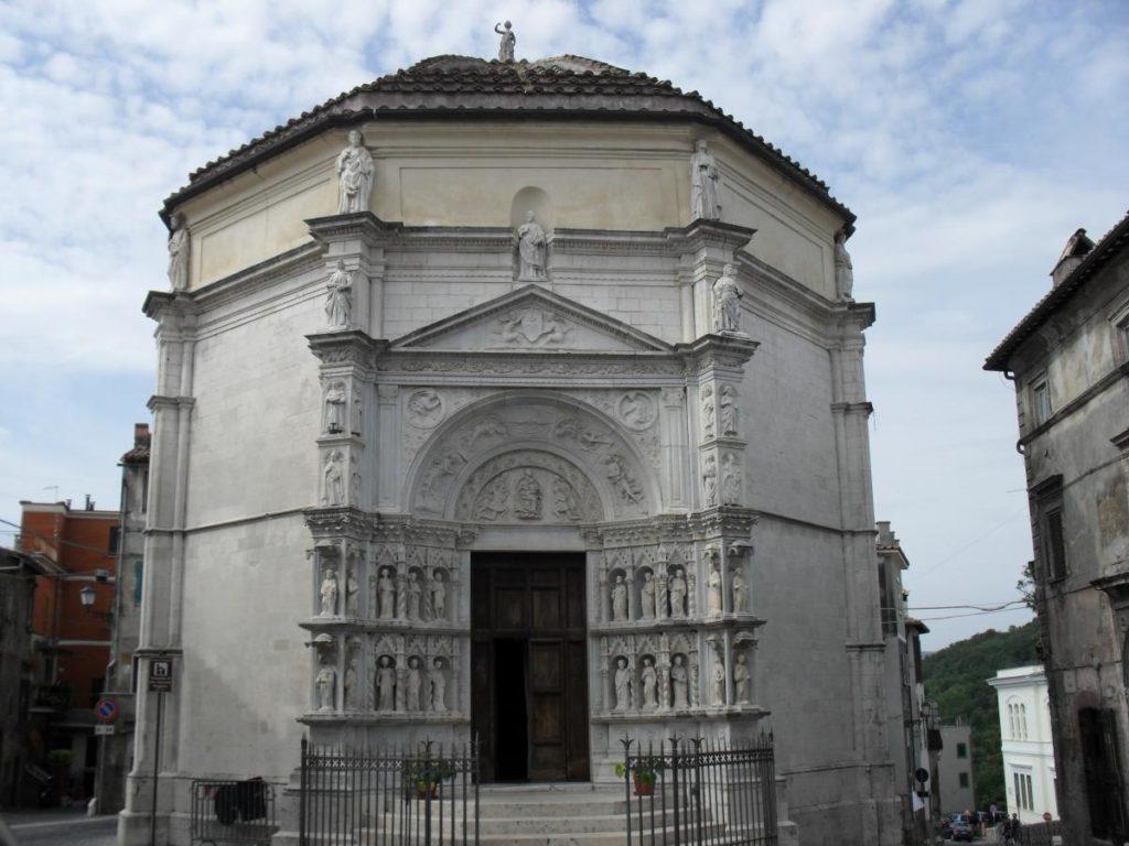 Виковаро. Восьмигранный храм св. Иакова (XV век).