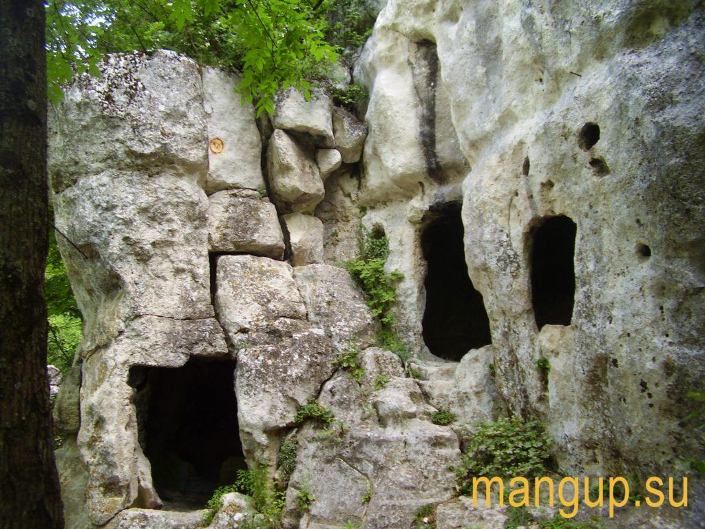 Мангуп. Северный монастырь.